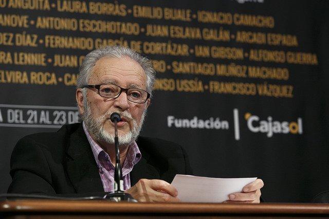 Julio Anguita en Letras en Sevilla. Fuente: Fundación Cajasol